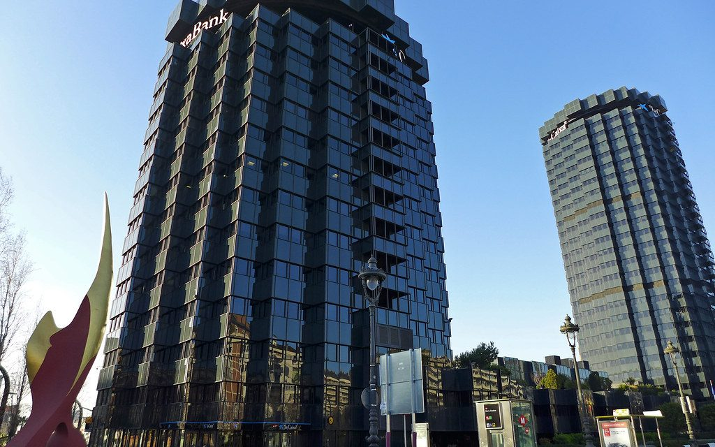 UGT califica de salvaje y vergonzoso el ERE en Caixabank