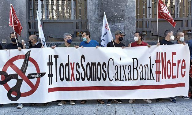 Huelga general y concentración de la plantilla de Caixabank en Aragón