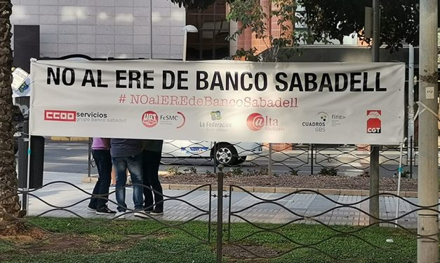 Concentraciones en Alicante y Valencia de la plantilla de Banco Sabadell