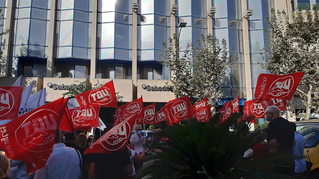 Más movilizaciones en Alicante y Valencia por el ERE de Banco Sabadell